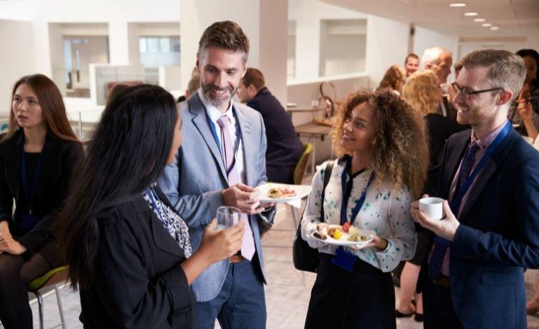 Dlaczego warto brać udział w branżowych konferencjach?